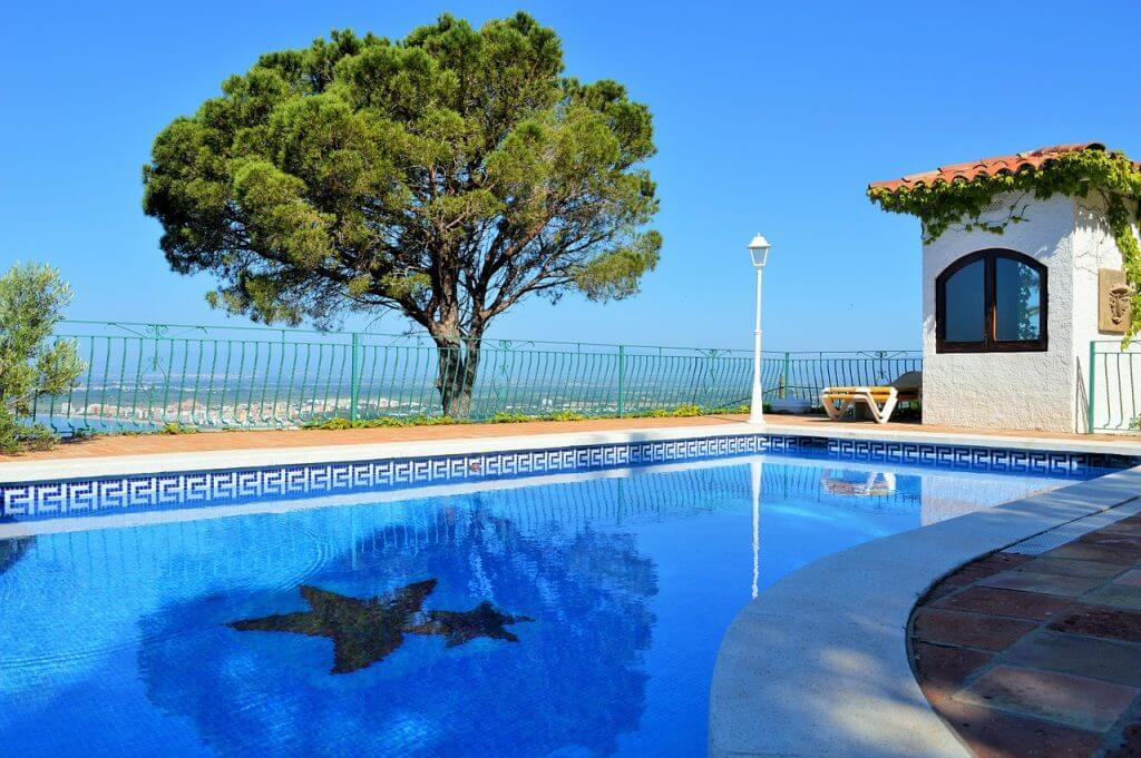 abri de jardin piscine