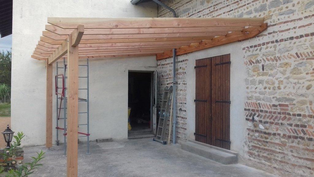 pergola pour terrasse en bois